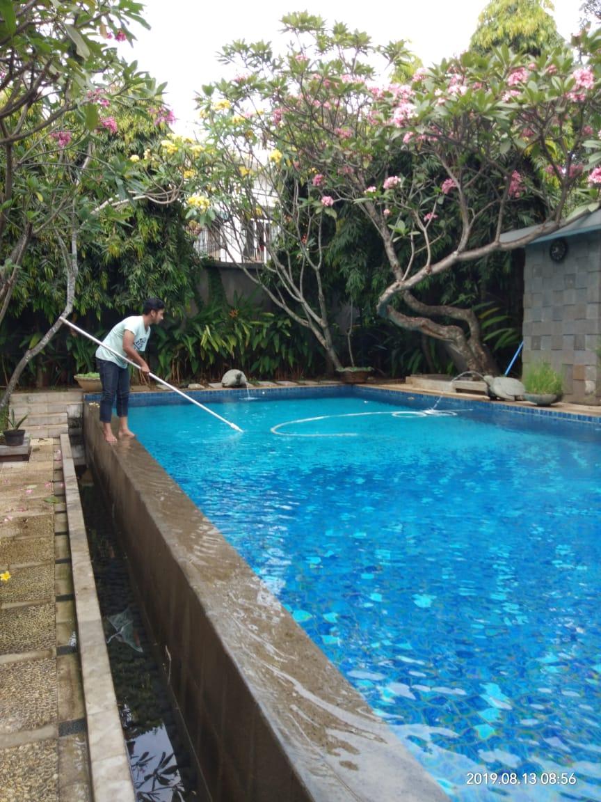 perawatan kolam renang