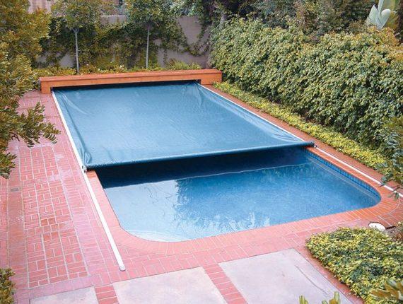 penutup kolam renang