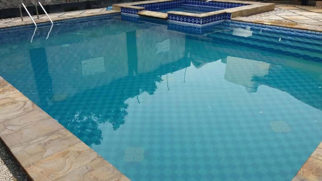 penyebab kolam renang berbusa