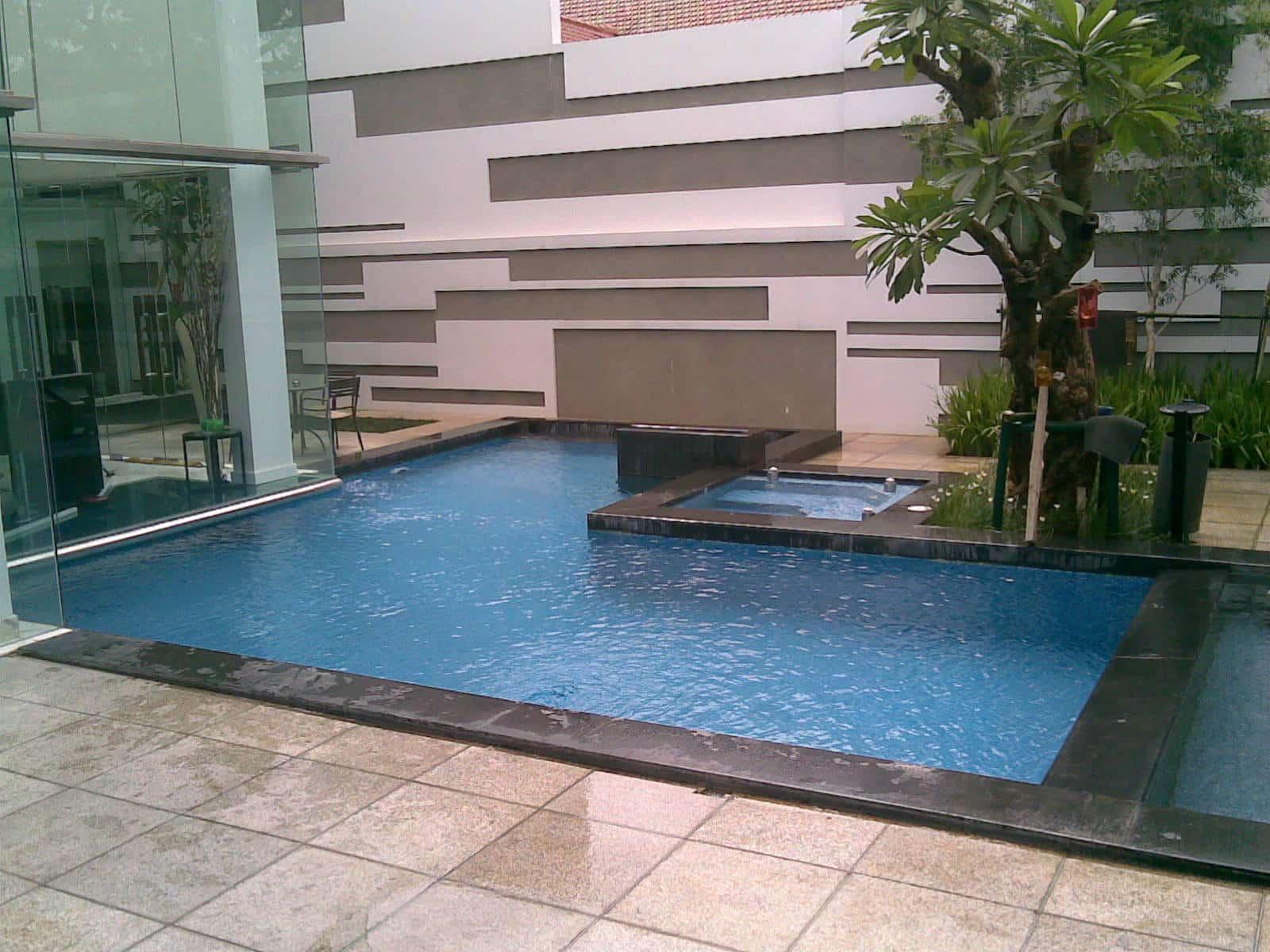 kolam renang model ketupat
