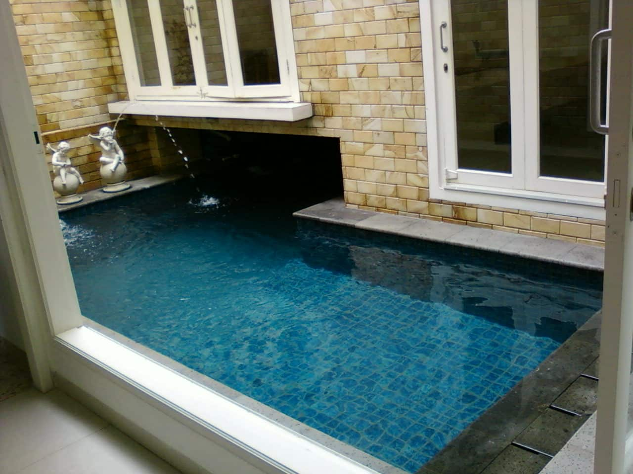 kolam renang ngumpet