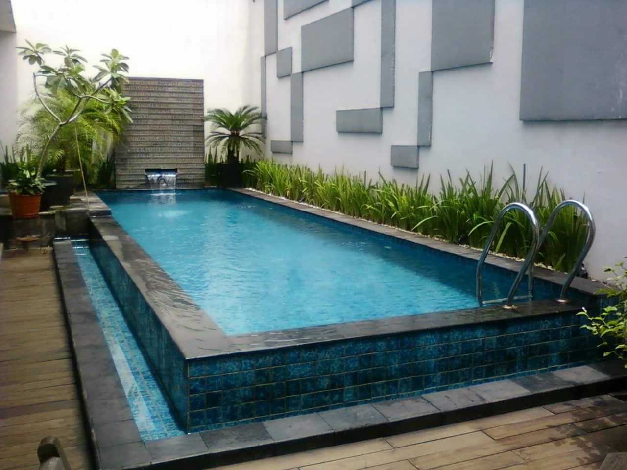 kolam renang di atas tanah