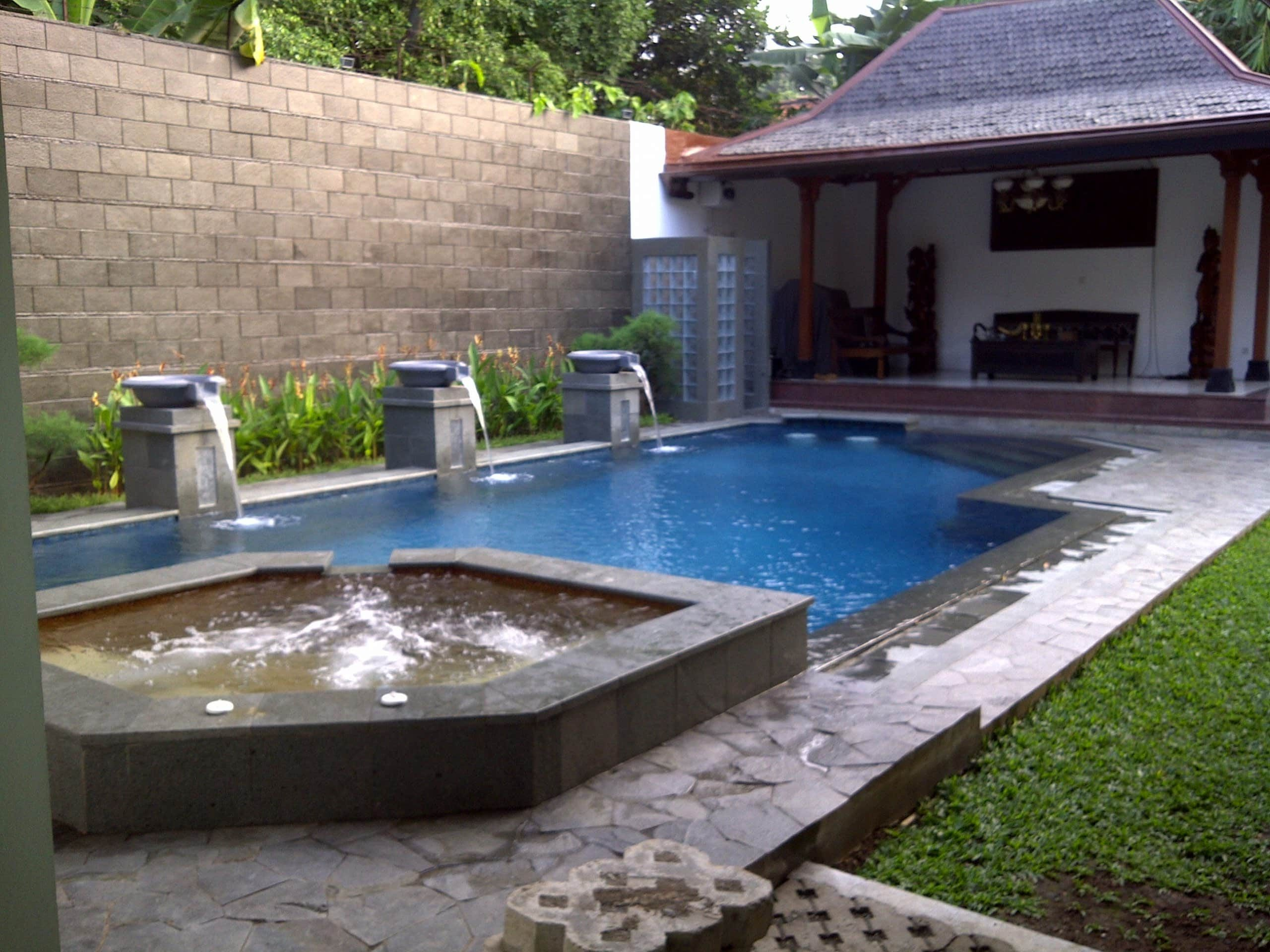 kolam renang jacuzzi air hangat