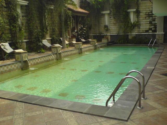 kolam renang keluarga