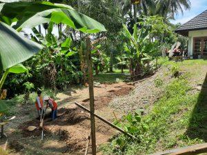 proses penggalian tanah kolam renang
